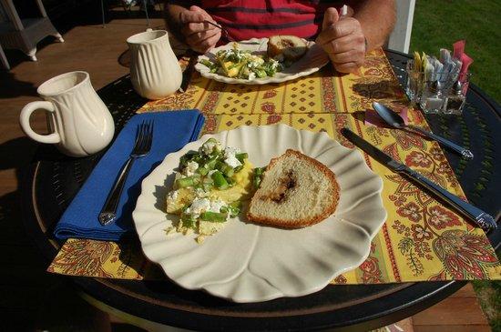 Yellow House Bed & Breakfast: Breakfast