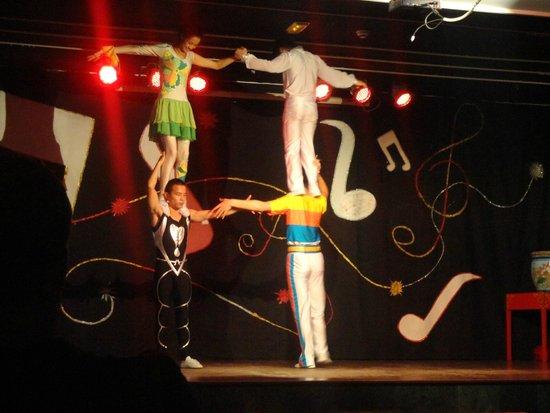 Hotel Elba Carlota: Chinese acrobats