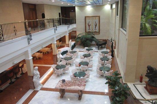 Hotel Continental: The atrium