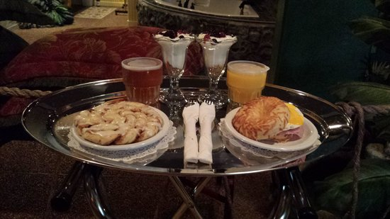 Destinations Inn: breakfast