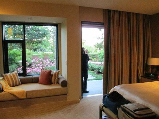 Allison Inn & Spa: Suite view and widow seat