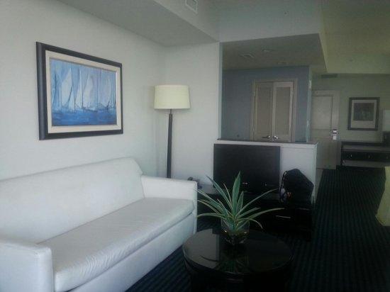 Oceans One Resort: Living room/kitchen