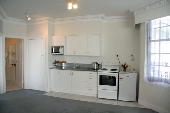 Colonial Motel: Apartment Kitchen