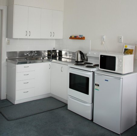 Colonial Motel: Kitchen Executive room