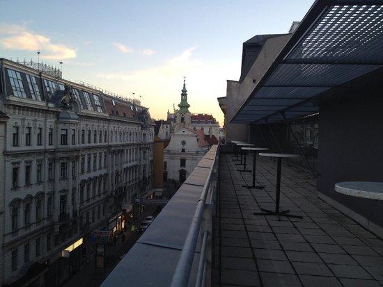 Hotel Das Triest: Communal balcony