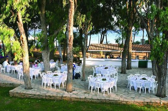 Park Beach Hotel: Зона отдыха на территории отеля.