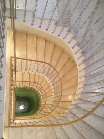 Hotel Das Triest: Hotel's beautiful staircase