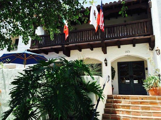 Spanish Garden Inn: Outside Hotel