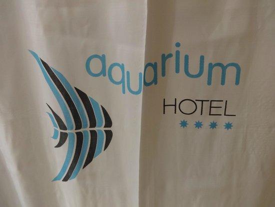 Hotel GHT Aquarium & SPA: Room 323 - shower curtain