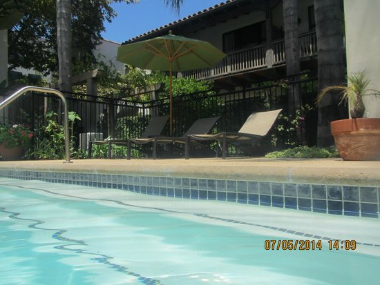 Spanish Garden Inn: Pool