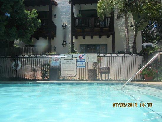 Spanish Garden Inn : Pool