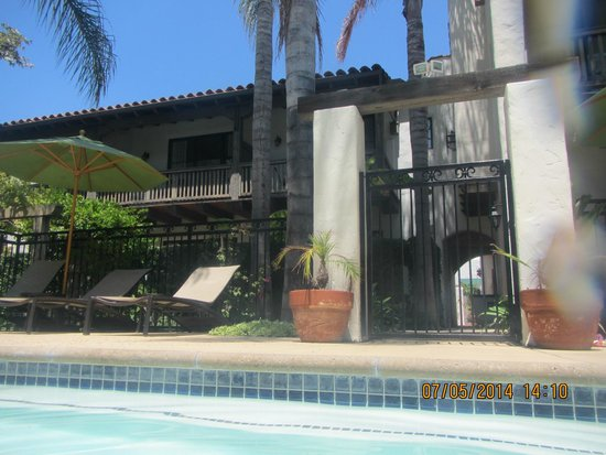 Spanish Garden Inn: Pool