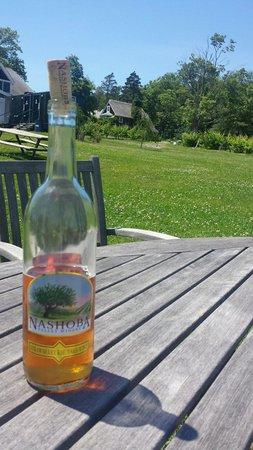 Nashoba Valley Winery: Wine at the pick nick area