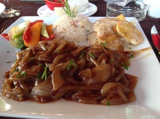 Safran Restaurant Cafe & Bar: steak with onion :-)