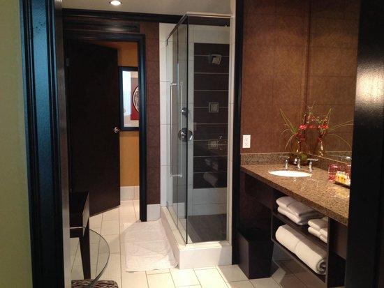 Tulalip Resort Casino : Resort King bathroom-- room 1215