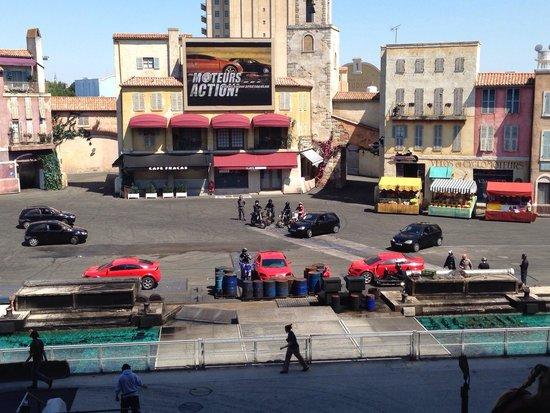 Walt Disney Studios: Scenografia e protagonisti dello show Motors in Action