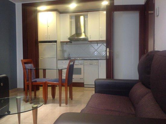 Aparthotel Napols : Cocina amplia