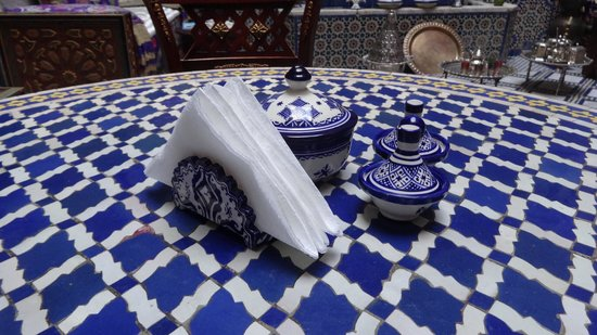 Riad Rcif : Breakfast in GF courtyard