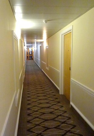 Hilton Bracknell: One of several corridors.