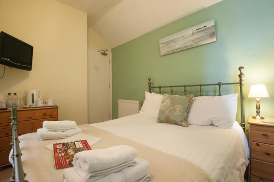 Glascoed Guest House: Room 7 Small double ensuite