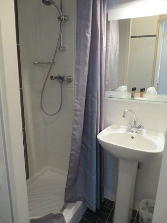 Hotel Eden : Shower