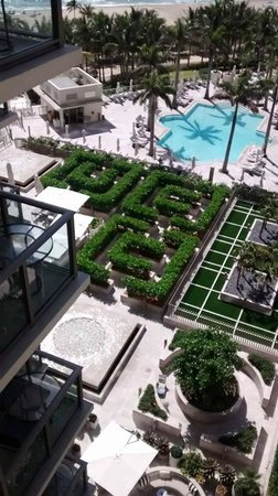 The St. Regis Bal Harbour Resort: adult pool