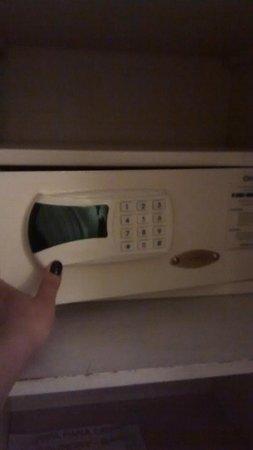 Centuria Hotel Buenos Aires: Cofre eletrônico dentro do quarto