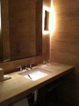 The St. Regis Bal Harbour Resort: sink in toilet area
