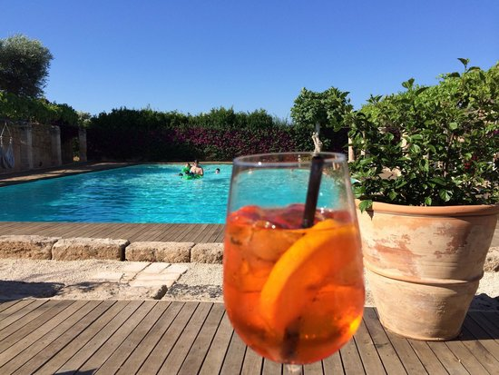 Masseria Torre Maizza: Pool and spritz