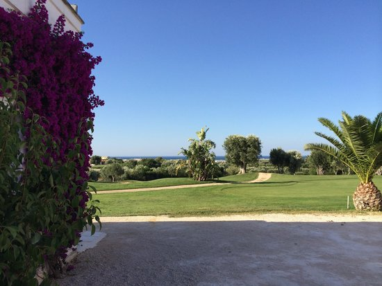 Masseria Torre Maizza : Golf course and sea view