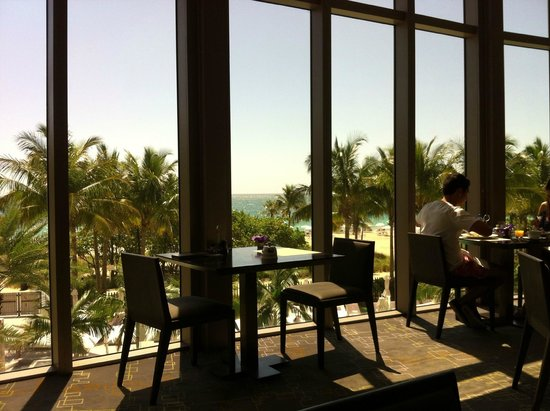 The St. Regis Bal Harbour Resort: breakfast area