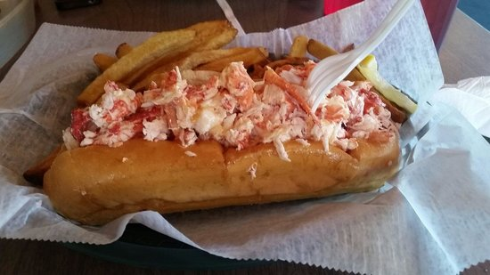 3 Buoys Seafood Shanty & Grille: Double stuffed lobster roll!