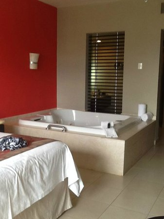 Hard Rock Hotel Vallarta: King bed, jacuzzi and bathroom