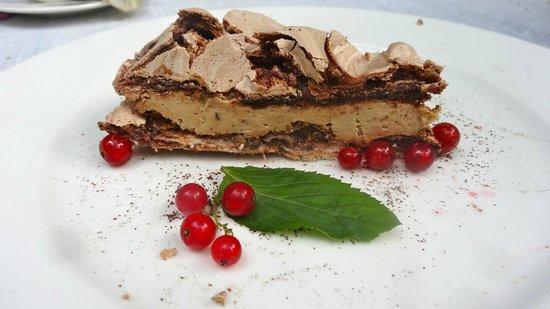 Polska Rozana: Fluffy meringue layer cake with coffee cream - one of the highlights
