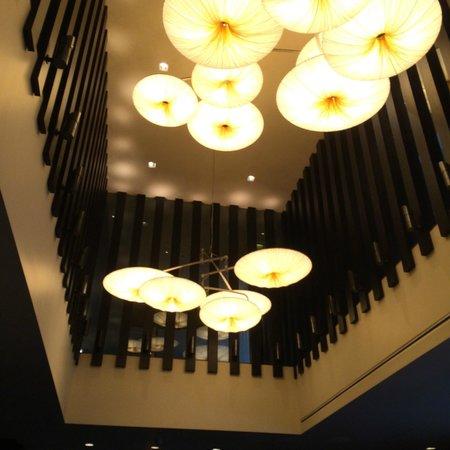 Kimpton Hotel Palomar San Diego: lighting in entry lounge