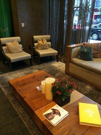 Kimpton Hotel Palomar San Diego: Lounge inside entry