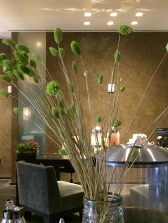Kimpton Hotel Palomar San Diego: Cool touches in lobby