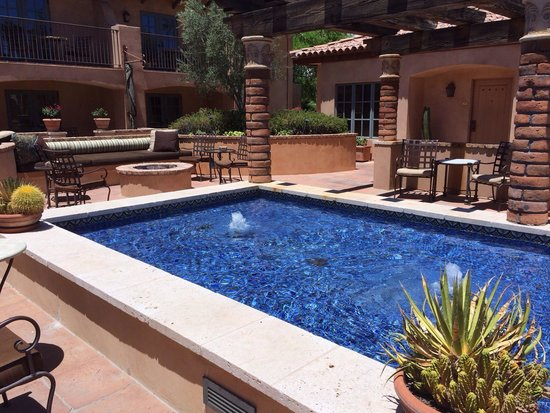 Royal Palms Resort and Spa: Monta vista court yard