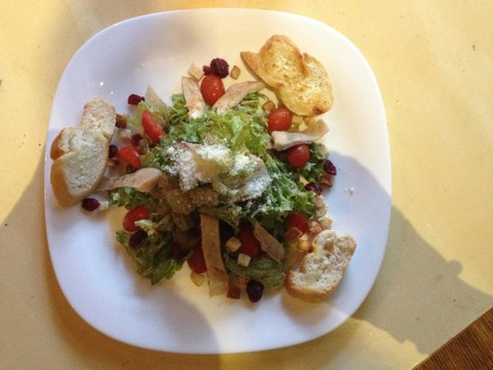 Raxati Cafe: Chicken salat with cherry tomatoes & dressing vinegret!!!