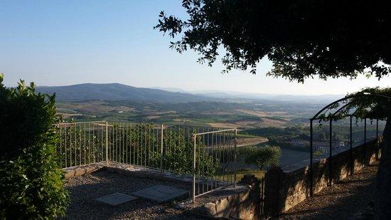 Castello La Leccia: View of Tuscany