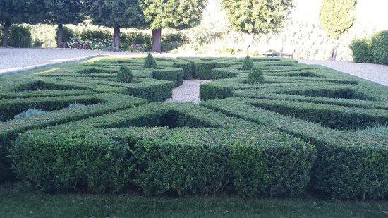 Castello La Leccia: Garden