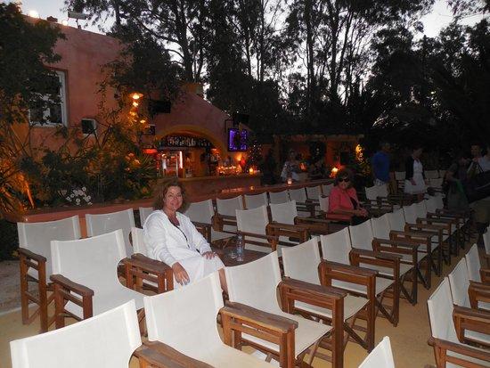 Open Air Cinema Kamari : the seats and bar area