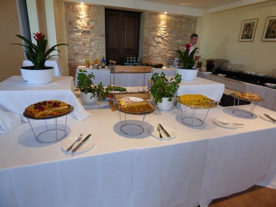 Hotel Giotto Assisi: Breakfast buffet had variety and gluten free options.