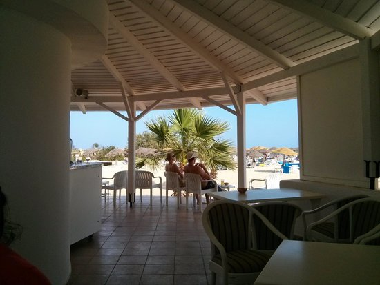 SENTIDO Phenicia : Beach bar