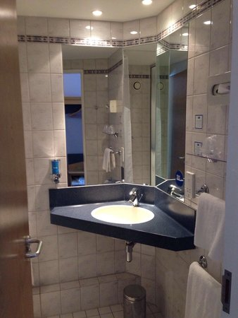 Holiday Inn Express London - Chingford - North Circular: Bathroom
