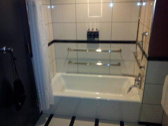 Park Central Hotel New York: Nice bathtub