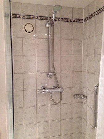 Holiday Inn Express London - Chingford - North Circular: Shower