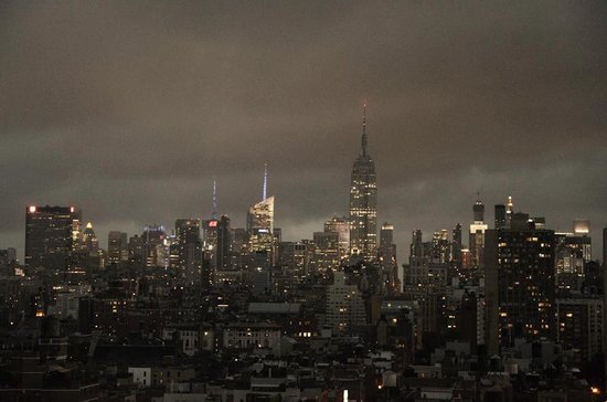 Sheraton Tribeca New York Hotel: View from the patio with a storm coming