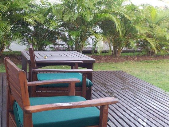 Lomani Island Resort : even wet, it's still paradise