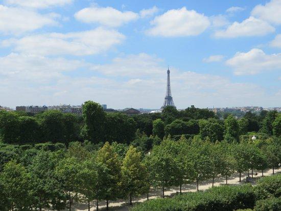Hotel Brighton - Esprit de France: View -Eiffel Tower day